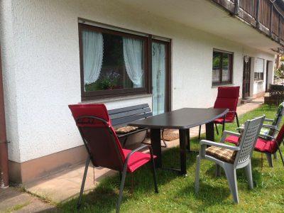 Rumbach - Ferienwohnung Parterre Palatin - Terrasse mit Sitzgelegenheit